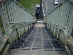 歩道橋段鼻識別滑り止め施工前